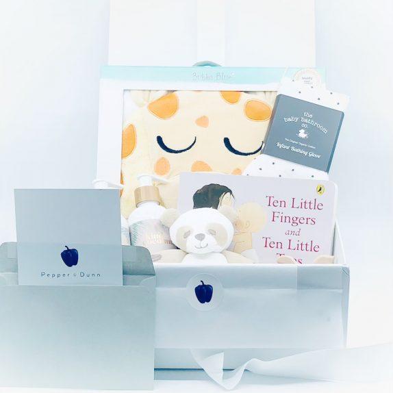 The Baby Giraffe Gift Box (Ready-made)